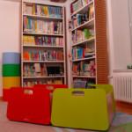 La biblioteca è dotata di un angolo dedicato ai più piccoli.