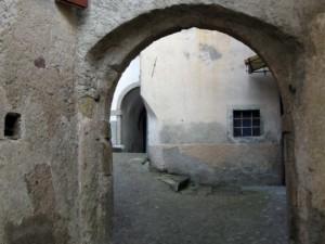 Vecchio borgo in via Naunine a Zenodis
