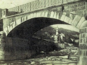 Ponte di Cec e sullo sfondo la Chiesa di S.Agnese