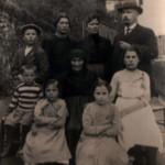 Treppo Carnico - Tutti i componenti la famiglia con la nonna paterna