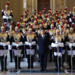 Corazzieri in uniforme di Gran Gala presso l'altare della Patria